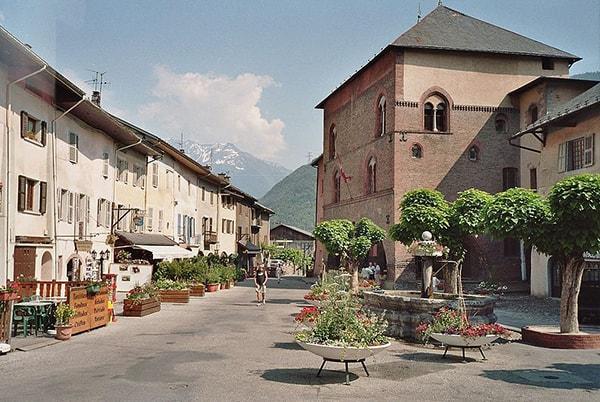 Circuits touristiques en Taxi pour découvrir Conflans en Savoie