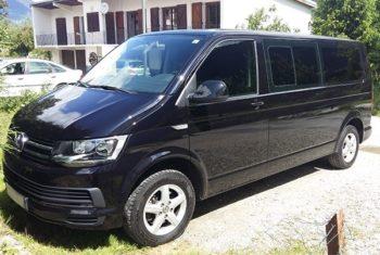 Déplacement dans le luxe en Volkswagen Caravel T6 avec chauffeur privé à Moutiers